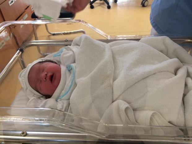 Mới ngày nào còn bé tí hon, quý tử út nhà Tâm Tít đã tròn 2 tuổi được bố mẹ tổ chức sinh nhật xịn sò hết nấc-1
