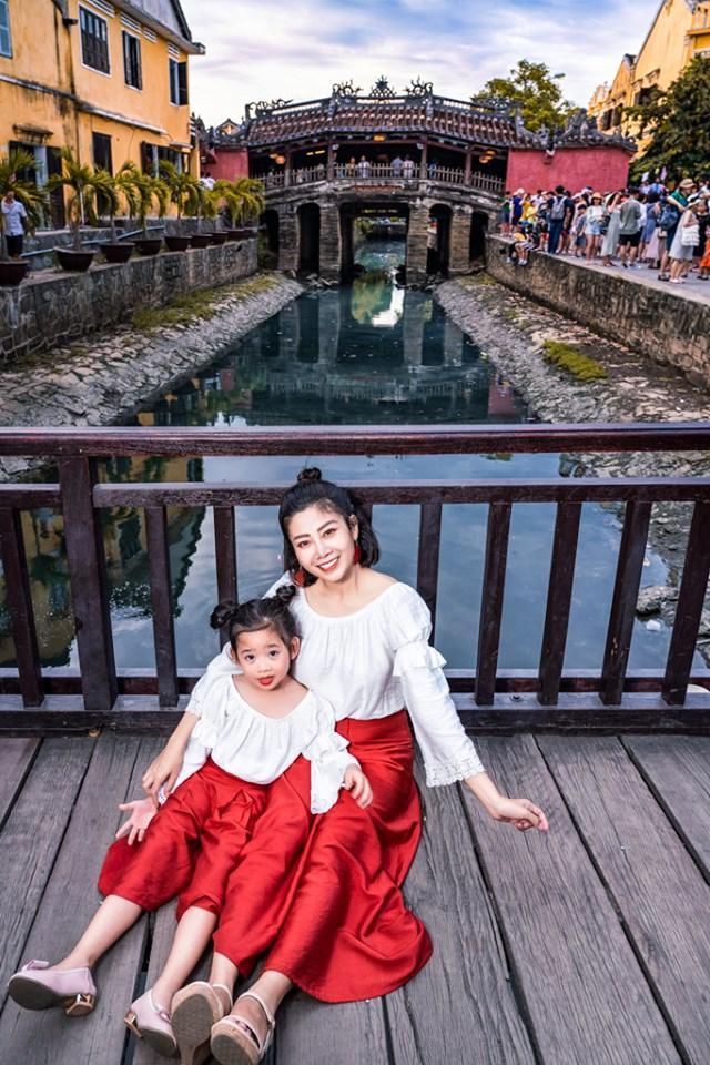 Giữa lúc điều trị ung thư phổi, diễn viên Mai Phương diện đồ đôi du lịch cùng cô con gái nhỏ Lavie-6