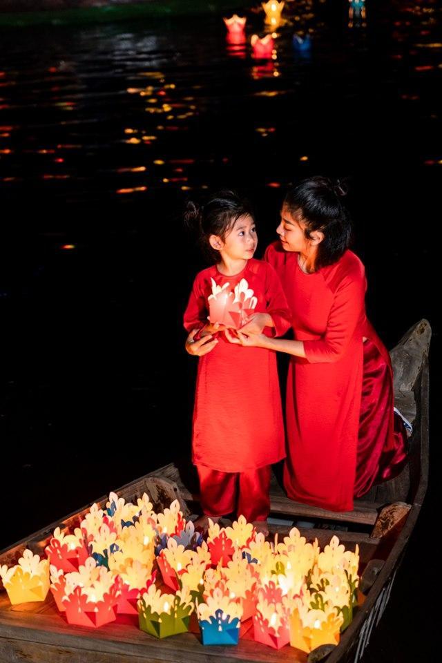 Giữa lúc điều trị ung thư phổi, diễn viên Mai Phương diện đồ đôi du lịch cùng cô con gái nhỏ Lavie-4