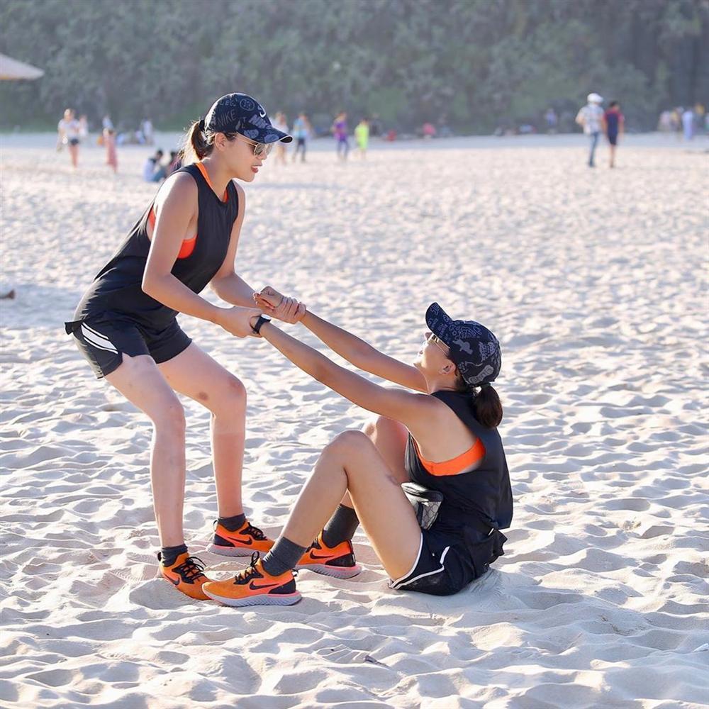 Hoa hậu Phạm Hương diện bikini khoe thân hình rực lửa giữa không gian riêng tư-7