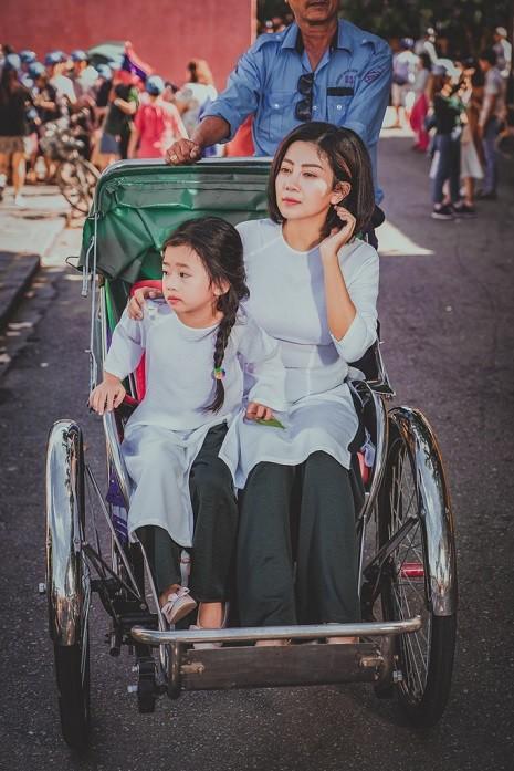 Giữa lúc điều trị ung thư phổi, diễn viên Mai Phương diện đồ đôi du lịch cùng cô con gái nhỏ Lavie-5