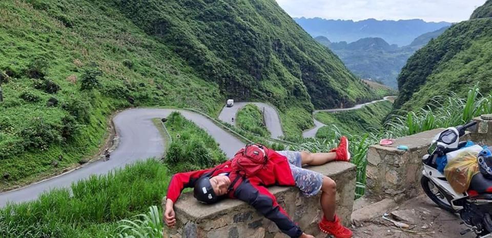 Hài hước 1001 tư thế ngủ khó đỡ của hội phượt thủ trên đường vì... quá mệt-4