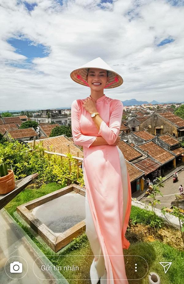 Hoa hậu Hoàn vũ bất ngờ diện áo dài nền nã, khoe nhan sắc xinh đẹp giữa phố cổ Hội An-6