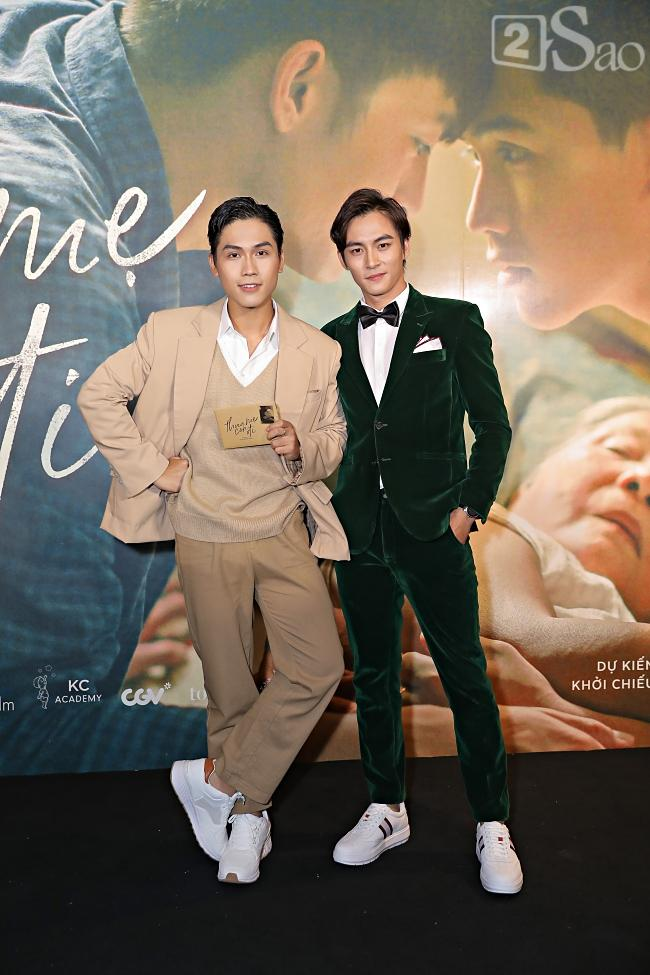 Không nói về chuyện ly hôn, Hồng Đào tươi tắn bên hai con trai trong ngày ra mắt phim-6