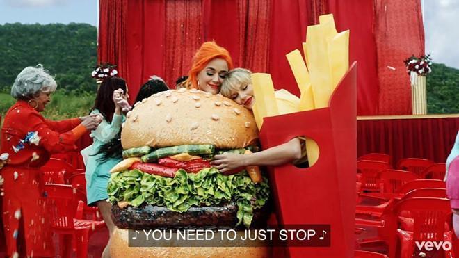 Katy Perry muốn mời Taylor Swift đến dự lễ cưới vào cuối năm-2