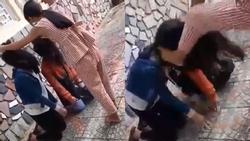 Xôn xao clip 2 nữ sinh Quảng Ngãi bị bạn bắt quỳ gối, đánh không trượt phát nào vì lý do đặc biệt
