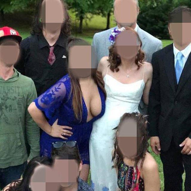 Để vòng 1 tràn gần hết váy lại còn không buồn mặc nội y khi đi ăn cưới, nữ khách khiến ai nhìn cũng ngán ngẩm-1