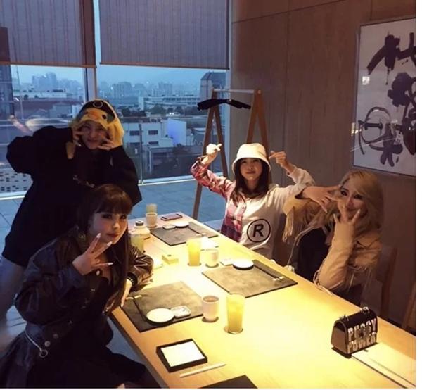 Nhân viên YG tiết lộ 2NE1 bị đối xử tệ bạc, mất ca khúc về tay Black Pink-3