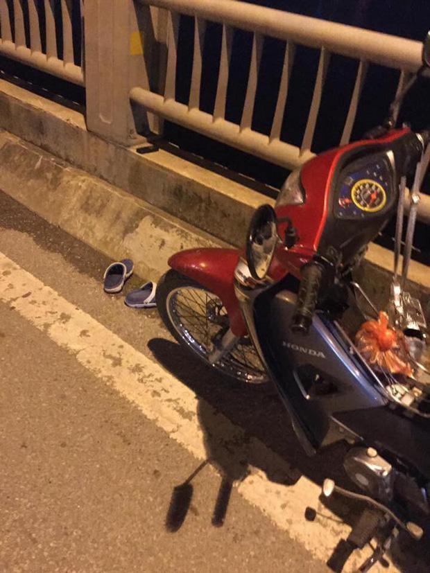 Cô gái trẻ để lại xe máy rồi nhảy cầu Vĩnh Tuy tự tử trong đêm-1