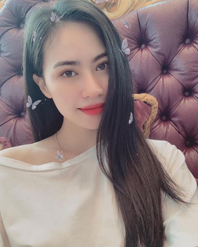 Bạn gái tin đồn Quang Hải check-in cùng nơi nam tiền vệ đang thi đấu-4