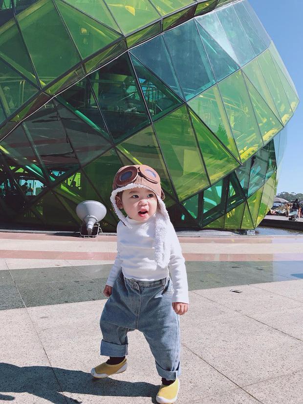 Bộ ảnh check in ở Đà Lạt không chỉ hot mà biểu cảm của em bé này lại càng khiến người khác thích thú-2