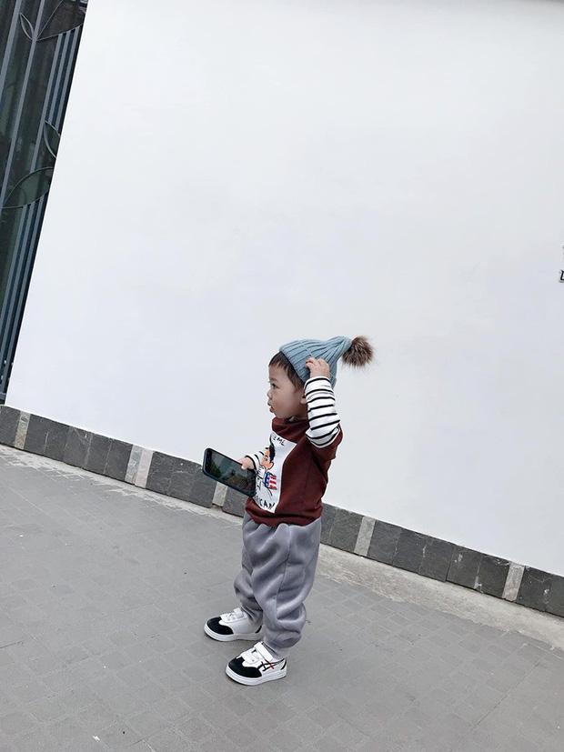 Bộ ảnh check in ở Đà Lạt không chỉ hot mà biểu cảm của em bé này lại càng khiến người khác thích thú-3