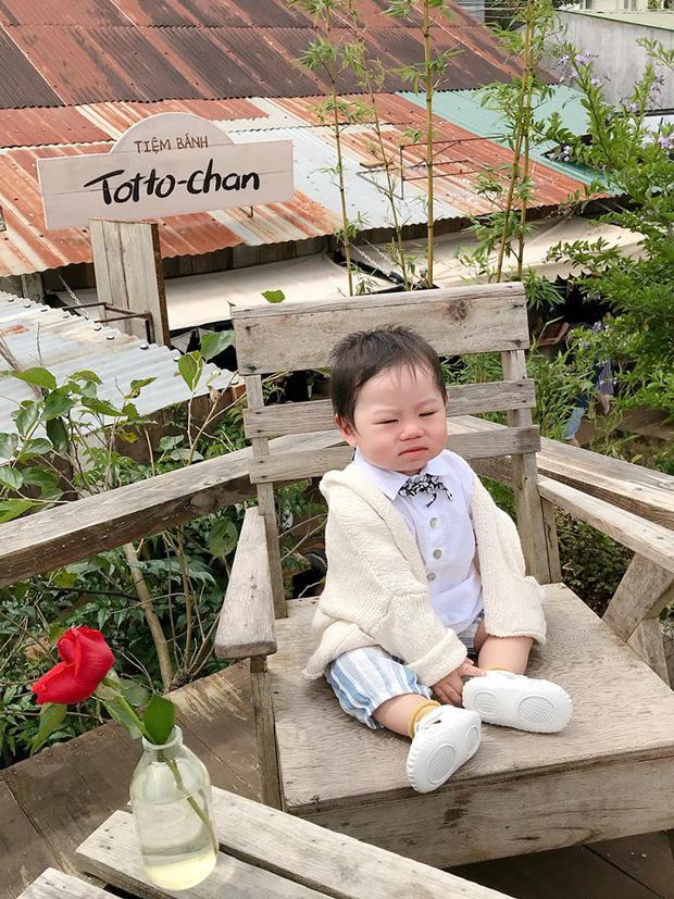 Bộ ảnh check in ở Đà Lạt không chỉ hot mà biểu cảm của em bé này lại càng khiến người khác thích thú-5