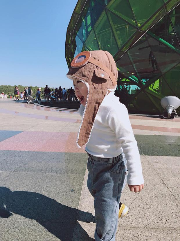 Bộ ảnh check in ở Đà Lạt không chỉ hot mà biểu cảm của em bé này lại càng khiến người khác thích thú-8