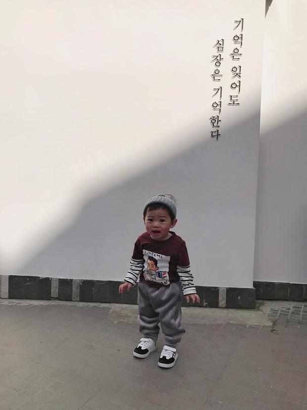 Bộ ảnh check in ở Đà Lạt không chỉ hot mà biểu cảm của em bé này lại càng khiến người khác thích thú-10
