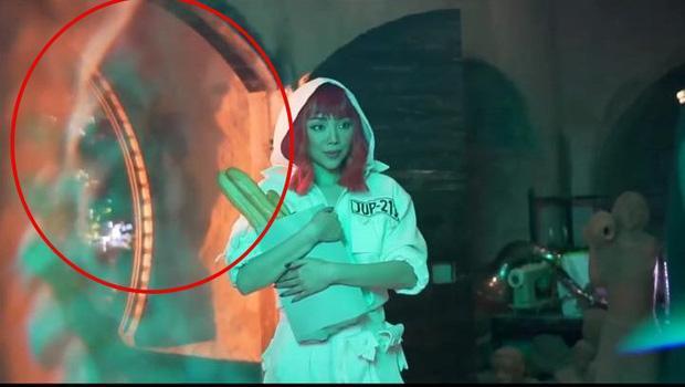 Rò rỉ hình ảnh trong MV mới của Tóc Tiên, cư dân mạng soi loạt điểm giống với MV của Britney Spears-4