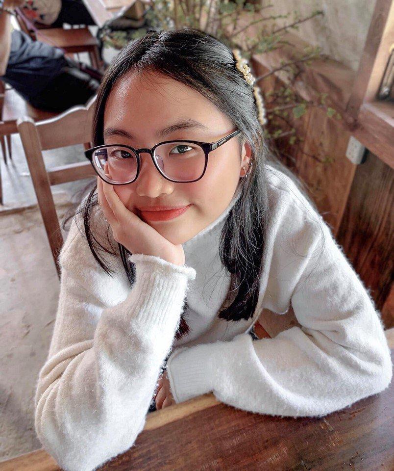 Phương Mỹ Chi tự tin khoe nụ cười hở lợi, trang điểm sương sương trong ngày tựu trường-4