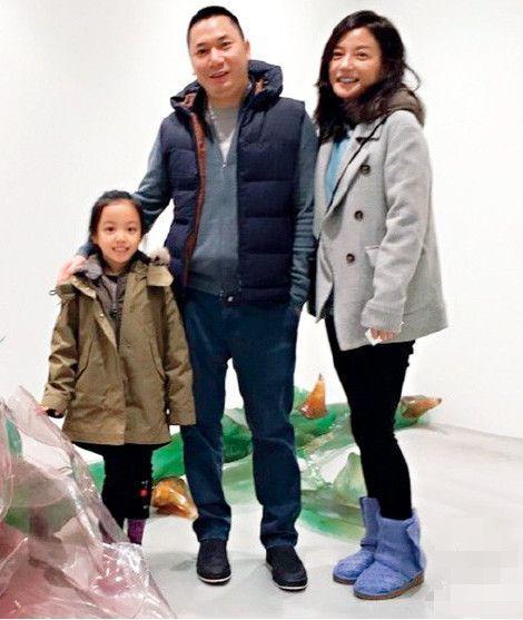 Triệu Vy xuất hiện công khai cùng con gái, gương mặt lộ rõ dấu hiệu tuổi tác-6