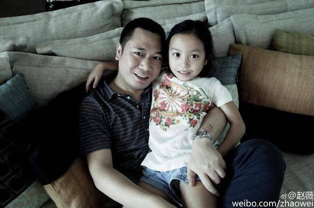 Triệu Vy xuất hiện công khai cùng con gái, gương mặt lộ rõ dấu hiệu tuổi tác-10