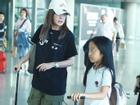 Triệu Vy xuất hiện công khai cùng con gái, gương mặt lộ rõ dấu hiệu tuổi tác