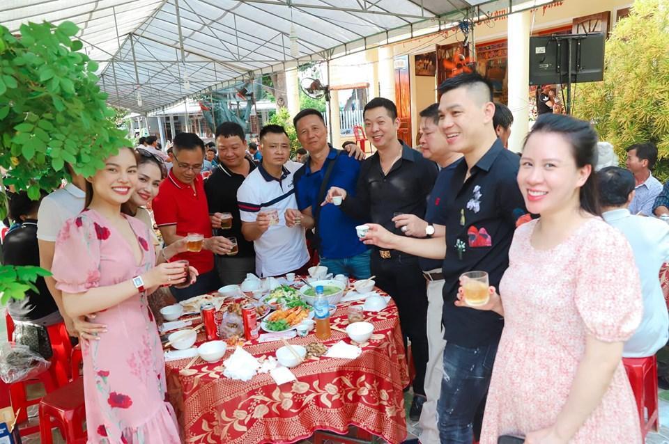 Khép lại tranh cãi sau ly hôn, vợ cũ Thành Trung vui vẻ khi con gái về thăm quê nội cùng bố-8
