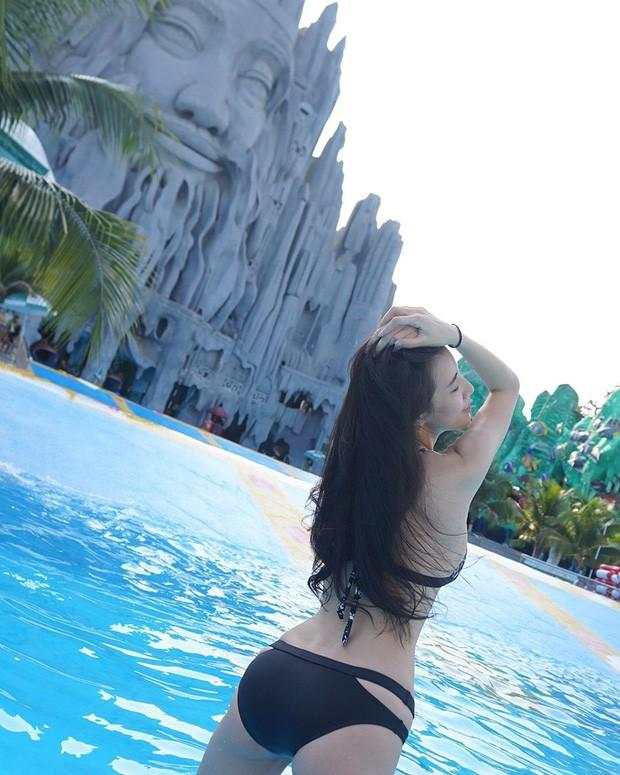 Mặc bikini tạo dáng trước bức tượng trong công viên nước của Việt Nam, hot girl đình đám bất ngờ bị ném đá dữ dội-3