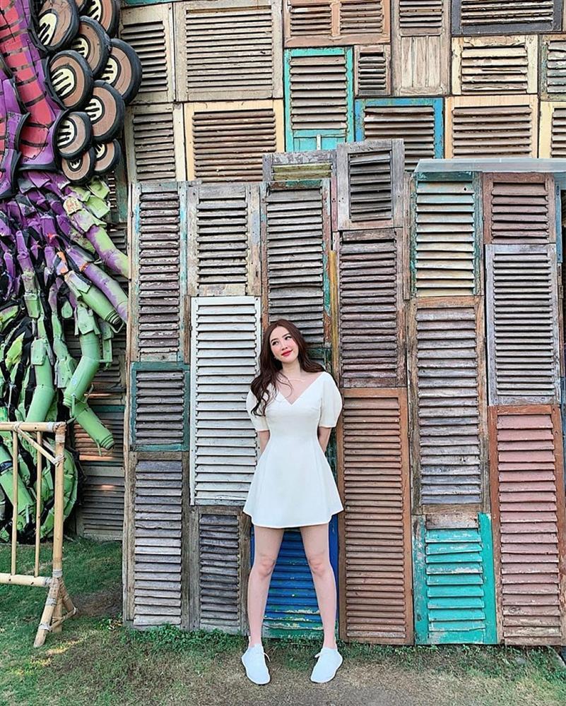 Chị Huệ Thu Quỳnh lên đồ sành điệu - Hương Giang phô thân hình mỏng như lá lúa với combo thời trang kiệm vải-3