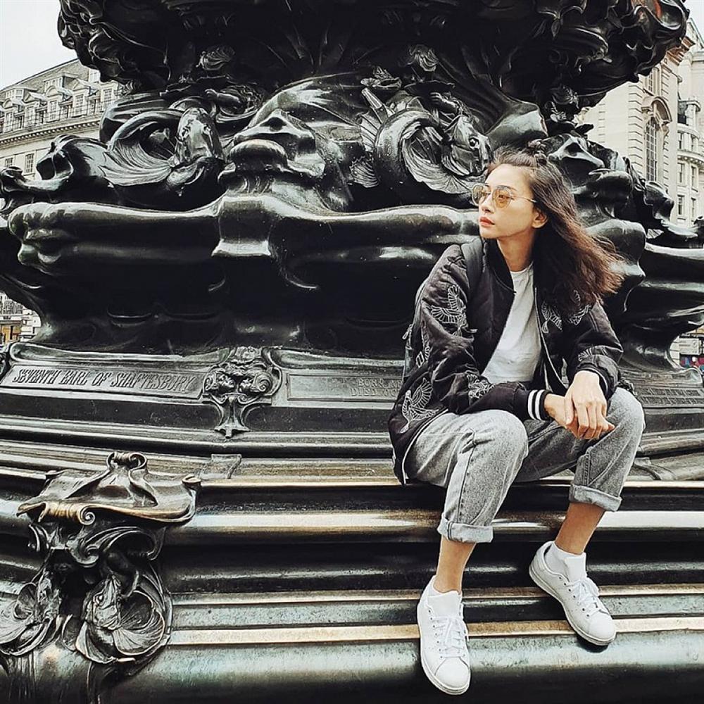 Chị Huệ Thu Quỳnh lên đồ sành điệu - Hương Giang phô thân hình mỏng như lá lúa với combo thời trang kiệm vải-6
