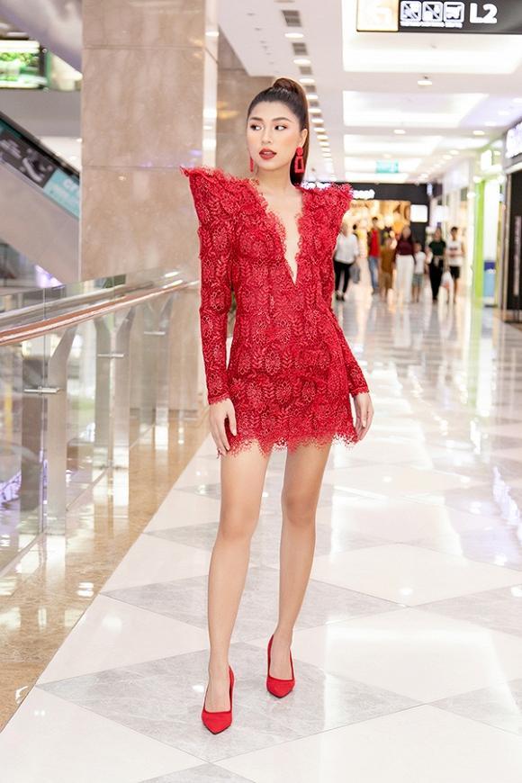 Angela Phương Trinh tái xuất giữ vững danh xưng nữ hoàng thảm đỏ - Mai Phương Thúy lên đồ tiết chế sau pha hớ hênh-2