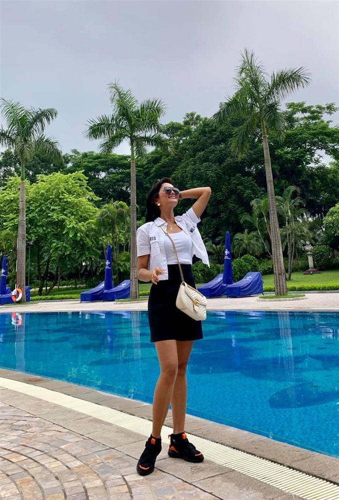 Bản tin Hoa hậu Hoàn vũ 16/8: HHen Niê ghi điểm 10 thời trang nhưng vẫn chưa chặt nổi mỹ nữ Nam Phi-1