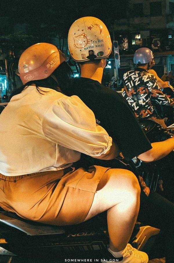 Hành động ngọt ngào của cặp đôi trên đường phố Sài Gòn khiến dân mạng phấn khích, thay đổi suy nghĩ quá béo không tìm được người yêu-2
