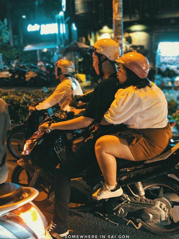 Hành động ngọt ngào của cặp đôi trên đường phố Sài Gòn khiến dân mạng phấn khích, thay đổi suy nghĩ quá béo không tìm được người yêu-3