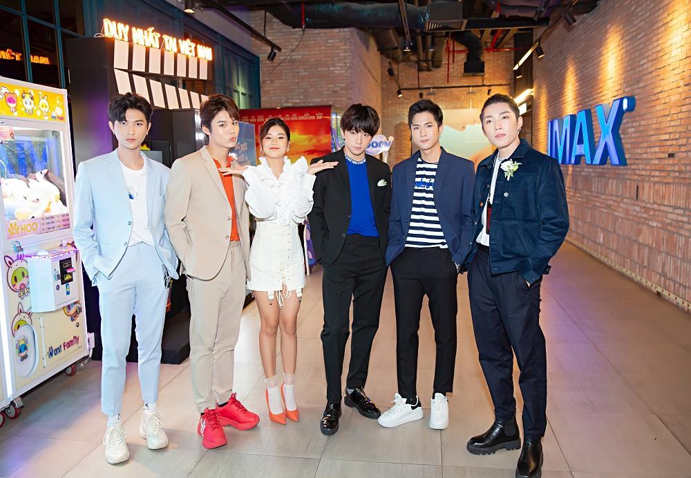 Đóng cùng MV nhưng Hoàng Yến Chibi thừa nhận thật sự khó khăn để nhớ hết tên thành viên nhóm UNI5-1
