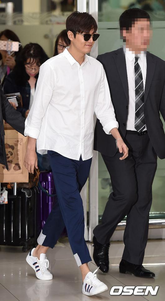 Hậu giảm cân, Lee Min Ho thả thính fan với áo sơ mi trắng đậm chất soái ca-7