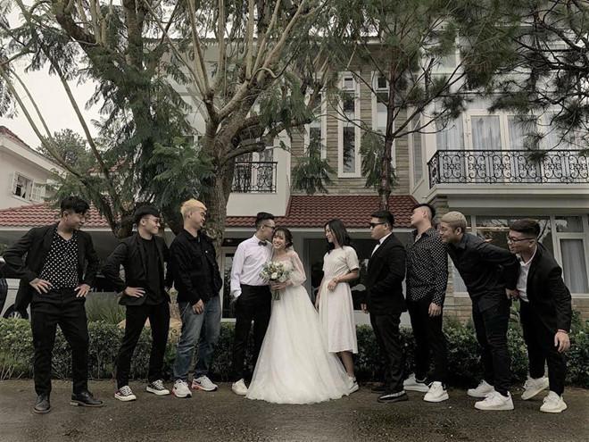 Con gái 20 tuổi của thiếu gia Minh Nhựa khoe ảnh cưới có 1 - 0 - 2 khiến ai nhìn vào cũng gật gù cả album chắc chất lắm-2