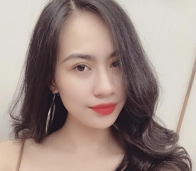 Bạn gái tin đồn của Quang Hải có style gợi cảm, hay dùng hàng hiệu-1