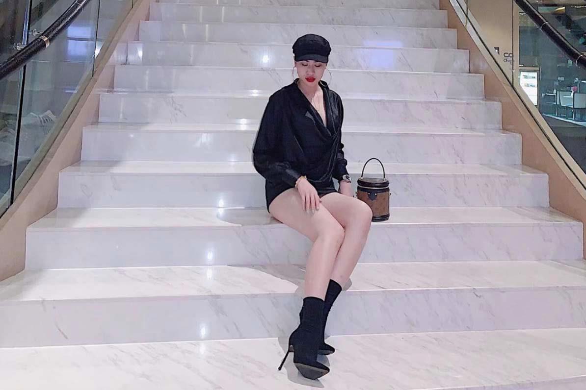 Bạn gái tin đồn của Quang Hải có style gợi cảm, hay dùng hàng hiệu-4