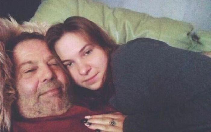 Bị chỉ trích là bệnh hoạn, đào mỏ, cặp đôi chênh nhau 42 tuổi vẫn yêu nhau say đắm-1