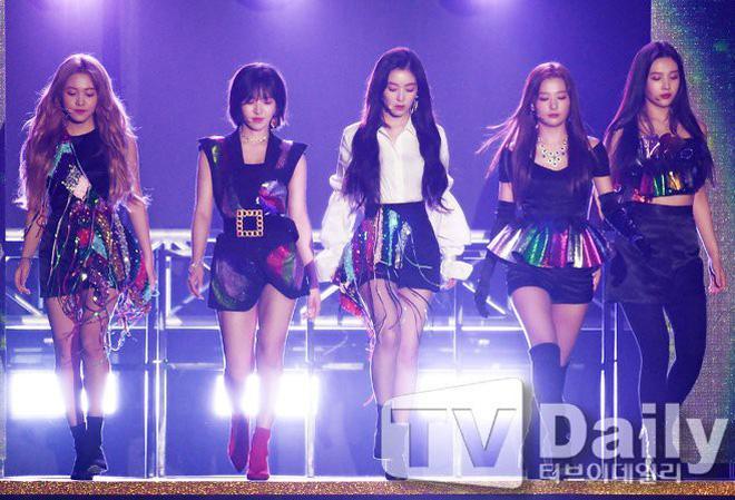 Dư luận phẫn nộ khi fan nữ của Red Velvet bị kẻ biến thái thủ dâm lên người trong khi xem thần tượng biểu diễn-2