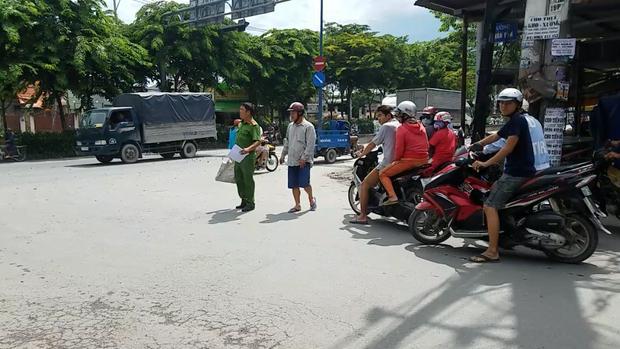 2 tài xế đuổi chém nhau kinh hoàng vì tranh giành khách ở Sài Gòn-2