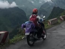 Nữ phượt thủ chạy xe ngược chiều trên đường đèo Hà Giang