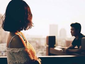 Bạn gái gửi ảnh gợi cảm, chàng trai thốt ra câu cực sốc khiến cô quyết chia tay