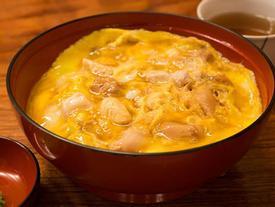 Cơm gà trứng Nhật Bản có gì khiến khách xếp hàng 2 tiếng?