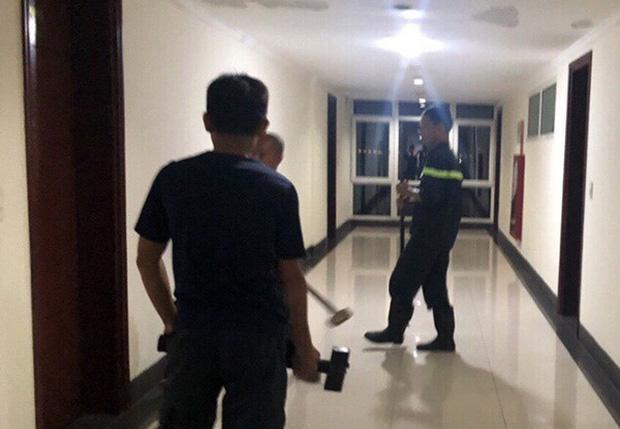 Giải cứu du khách người Pháp định nhảy lầu khách sạn tự tử-1