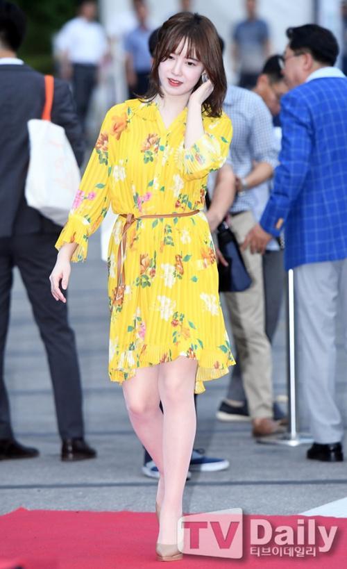 Lẽ nào ly hôn là lý do khiến nàng Cỏ Goo Hye Sun sụt giảm phong độ thời trang lẫn nhan sắc đến vậy-6