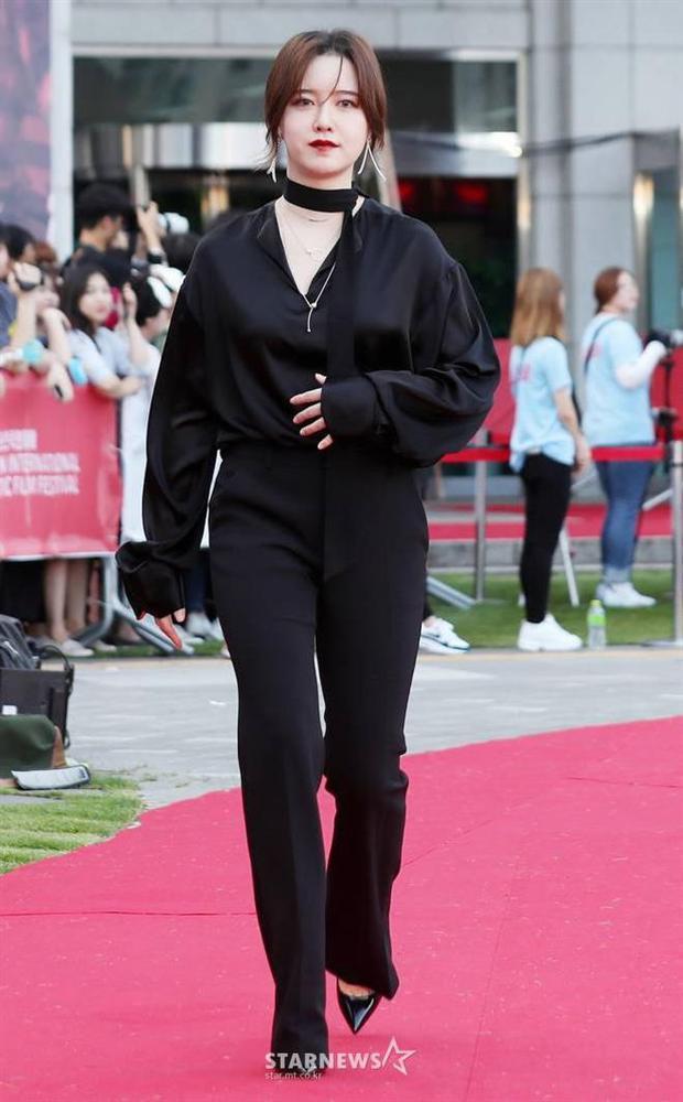 Lẽ nào ly hôn là lý do khiến nàng Cỏ Goo Hye Sun sụt giảm phong độ thời trang lẫn nhan sắc đến vậy-4