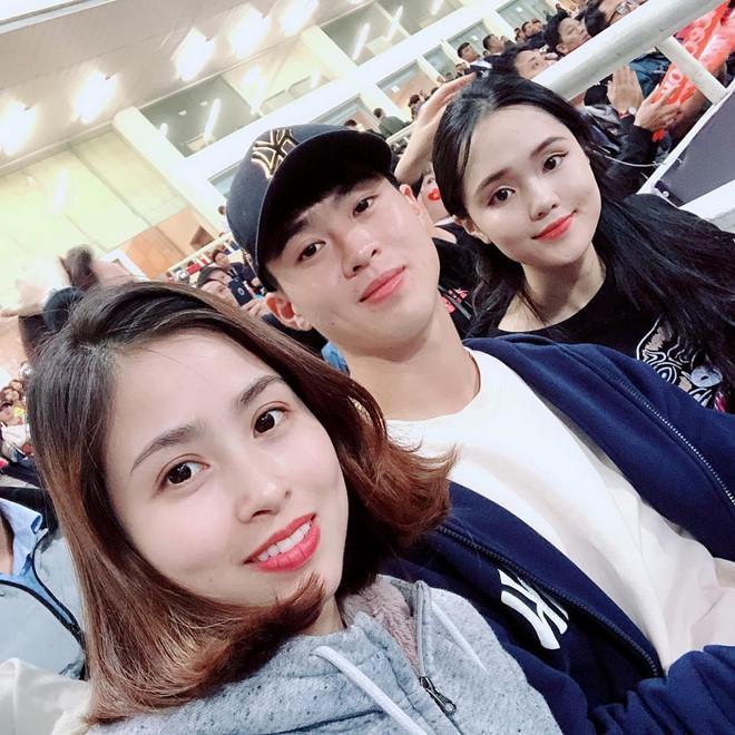 Bạn gái Lâm Tây và loạt WAGs Việt thân thiết với gia đình người yêu-4
