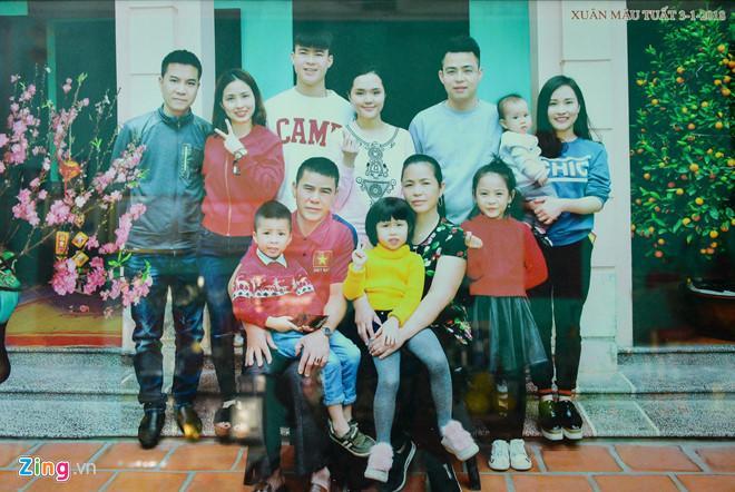 Bạn gái Lâm Tây và loạt WAGs Việt thân thiết với gia đình người yêu-5