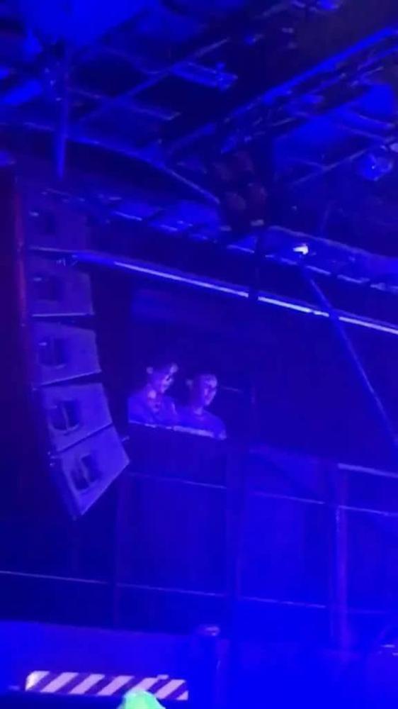 Jimin âm thầm đánh lẻ, trốn BTS đi xem concert của Alec Benjamin để đáp lại lời mời ngọt ngào trước đó-2