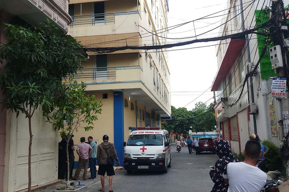 Thầy giáo người Mỹ rơi từ tầng 4 xuống đất ở Nghệ An-1
